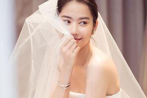 Hậu tin đồn hẹn hò Lãnh Thanh, Nam Em khoe ảnh mặc váy cưới