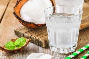 5 sai lầm khi uống nước dừa dễ gây đột quỵ, nhất điều thứ 3