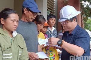 Công đoàn GTVT Quảng Nam trao quà hỗ trợ người dân Phước Sơn bị cô lập