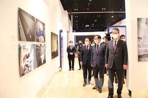 Thông tấn xã Việt Nam tham gia Triển lãm ảnh báo chí quốc tế về dịch COVID-19 tại Hàn Quốc