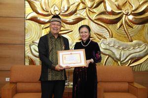 Trao kỷ niệm chương 'Vì hòa bình, hữu nghị giữa các dân tộc' cho Đại sứ Indonesia tại Việt Nam