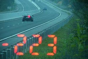 Nam tài xế chạy tốc độ kinh hoàng trên cao tốc Bắc Giang – Lạng Sơn