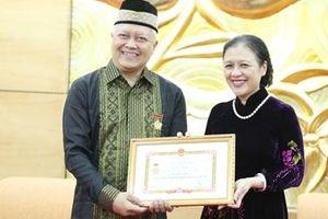 Trao tặng Đại sứ Indonesia kỷ niệm chương 'Vì Hòa bình, hữu nghị giữa các dân tộc'