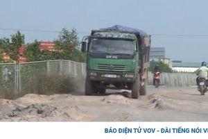 Chủ đầu tư 'bất lực' nhìn tuyến đường 60 tỷ bị xe chở đất 'cày nát' ở Bắc Giang