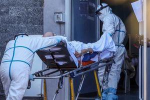 Các bệnh viện ở Naples, Italia lại trên bờ vực sụp đổ vì Covid-19