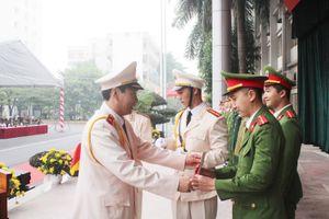 805 tân sỹ quan Cảnh sát Việt Nam và Lào nhận nhiệm vụ tại công an các địa phương