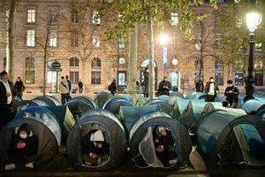 Hàng trăm người biểu tình ở Paris sau khi trại di cư bị cảnh sát phá dỡ