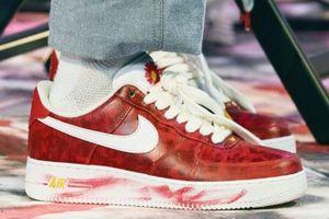 G-Dragon tặng người thân giày hoa cúc màu đỏ?