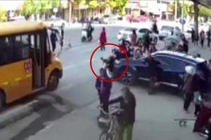 Giáo viên Trung Quốc đạp nhầm chân ga khiến một học sinh tử vong