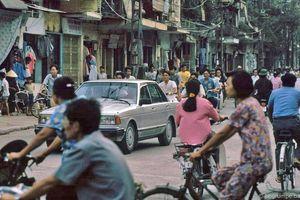 Hình ảnh cực sinh động về giao thông Hà Nội đầu thập niên 1990