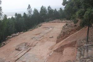 Bí ẩn cột rồng đá khổng lồ trên núi Dạm
