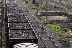 Đầu tư cho ngành than giảm mạnh tại Ấn Độ
