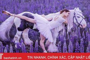 Sững sờ ngắm vũ điệu của con người hòa vào vẻ đẹp của thiên nhiên