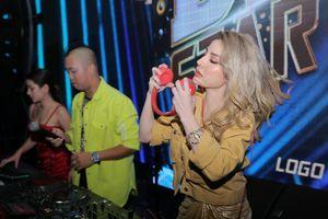 DJ Bình Mèo dùng 'võ' kéo thí sinh