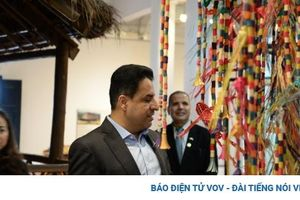 Đại sứ UAE thăm Bảo tàng Dân tộc học, ấn tượng với bản sắc văn hóa Việt Nam