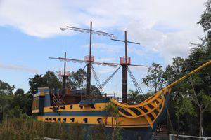 'Sống ảo' với mô hình thuyền buồm độc nhất miền Tây