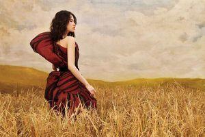 Người mẫu 15 tuổi khuyết tay Hà Phương như thiên thần giữa đồng lúa