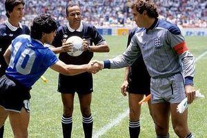 Thủ môn huyền thoại tuyển Anh không muốn bắt tay với Maradona, chờ lời xin lỗi của 'Cậu bé vàng' suốt 34 năm