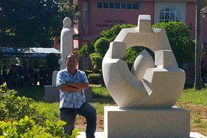 Ông Nguyễn Thành Vinh lại sao chép, đổi tên tác phẩm điêu khắc