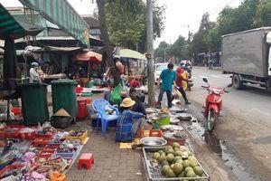 Chậm khắc phục sự cố sập bờ kè chợ xuống sông Đồng Nai