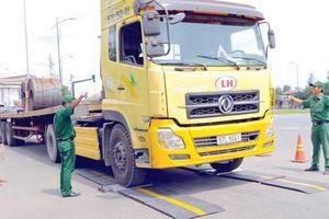 TPHCM kiểm tra tải trọng xe tại các cảng