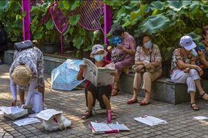 Khu chợ mai mối tại Trung Quốc tấp nập người già tới 'quảng cáo' con cái