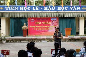 Chia sẻ của Giáo sư Nguyễn Lân Dũng với học sinh trường Việt Nam - Ba Lan