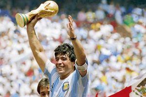 Hình ảnh bất tử về đôi chân ma thuật của Diego Maradona