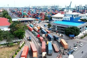 Thu phí dịch vụ cảng biển: Tạo nguồn thu để đầu tư hạ tầng