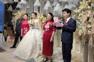 Chú rể bỏ cô dâu lại một mình trong đám cưới, nguyên nhân phía sau khiến nhiều người rơi nước mắt