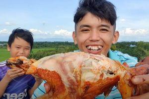 Anh em Sang vlog chén hết hai con gà tắm ớt xối dầu trên đồng
