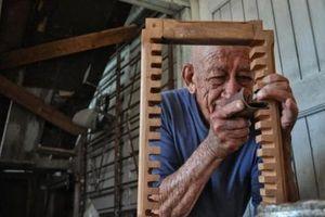 Bài học về 'thái độ quyết định cuộc đời' sau câu chuyện người thợ mộc già và ngôi nhà cẩu thả