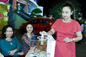 Đêm nhạc 'Thương về miền Trung' quyên góp hơn 42 triệu đồng ủng hộ đồng bào miền Trung