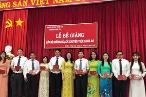 54 học viên hoàn thành lớp bồi dưỡng ngạch chuyên viên