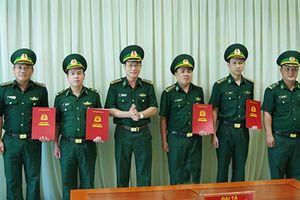 Trao quyết định điều động, bổ nhiệm cho 17 sĩ quan