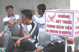 Nan giải việc cấm hút thuốc lá nơi công cộng