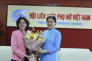 Đại sứ Cuba tại Việt Nam nhận kỷ niệm chương 'Vì sự phát triển của phụ nữ Việt Nam'