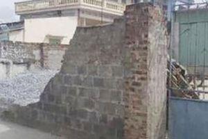 Triệu tập đối tượng liên quan vụ tường đổ khiến nữ sinh lớp 6 tử vong