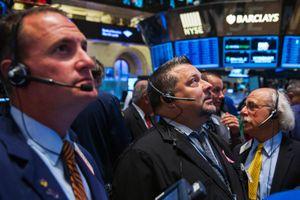 Thất vọng với dữ liệu kinh tế, giới đầu tư đồng loạt thoát hàng