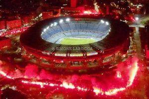 Pháo sáng rực đỏ ở cúp châu Âu tưởng nhớ Maradona
