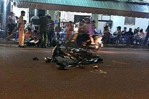 Diễn phun lửa trước quán nhậu, thiếu nữ bị xe tông thiệt mạng