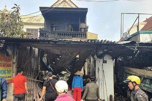 Hà Tĩnh: Cháy lớn lúc nửa đêm, 4 người may mắn thoát chết