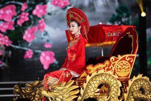 Sao Việt đẹp 'bấn loạn' trong trang phục Thánh Mẫu