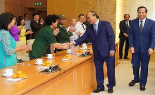 Thủ tướng Nguyễn Xuân Phúc: 'Cần có mạng lưới rộng rãi những người làm công tác xã hội'