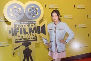Lý Nhã Kỳ trẻ trung khoe chân thon khi làm khách mời Liên hoan Phim Châu Âu tại Việt Nam