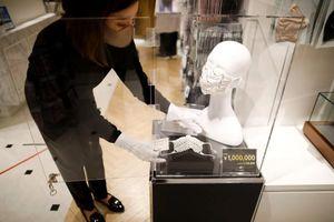 Nhật Bản: Khẩu trang xa xỉ đính kim cương chống đại dịch COVID-19
