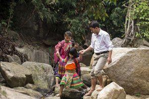 Người thầy hy sinh tuổi thanh xuân vì trẻ em ở huyện nghèo nhất nước