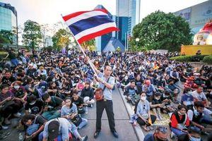 Người biểu tình Thái Lan nhắm vào tài sản hoàng gia