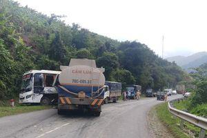 Xe khách, xe bồn, xe tải tông nhau