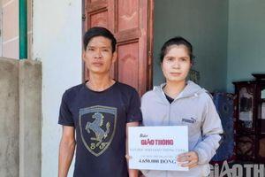 Báo Giao thông trao quà bạn đọc tặng nạn nhân TNGT ở Đắk Nông